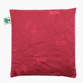 Hřejivý červený polštářek ve tvaru čtverce je ušitý z kvalitní bio bavlny s jemným dekorem třešní.