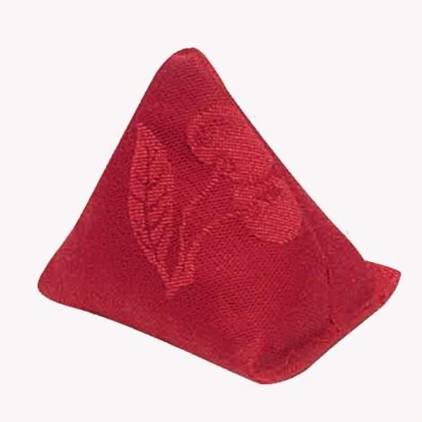 Hřejítko do kapsy plněné třešňovými pecičkami má tvar malé pyramidy.